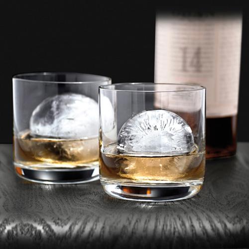1df9d5aa36 In fine la cosa più importante di tutte....qualunque bicchiere è più bello  con una perfetta sfera di ghiaccio al suo interno!
